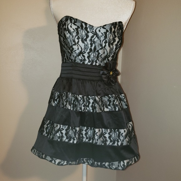 City Triangles Dresses & Skirts - City Triangles Lace Dress. Size 7.  Adorable!